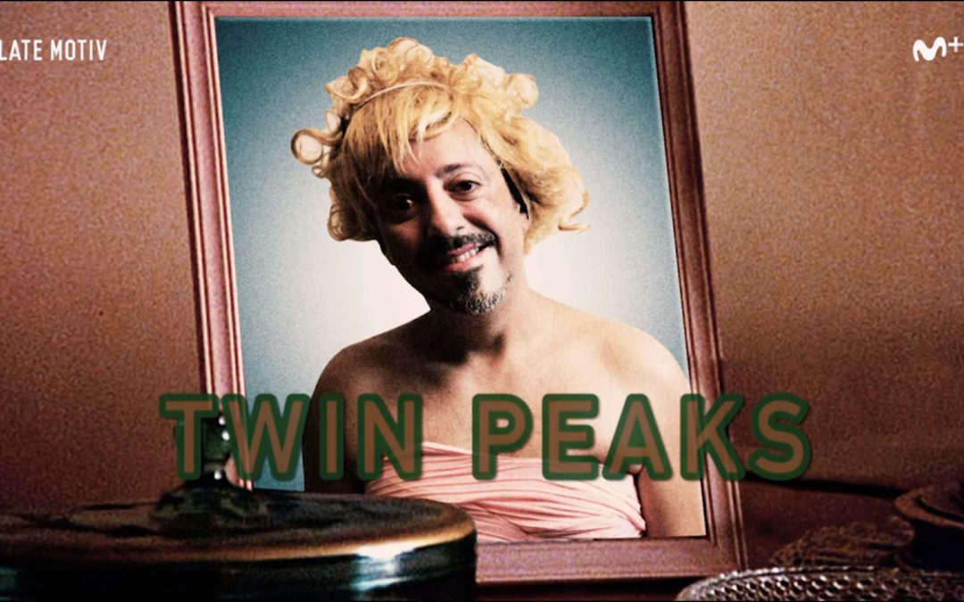 Humor: Raúl Cimas Twin Peaks recreates in a garage